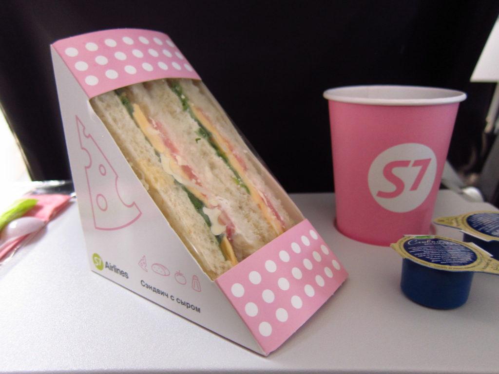 ウラジオストク行きS7航空の機内食