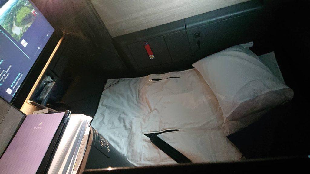 ANAロンドン便ビジネスのフルフラット