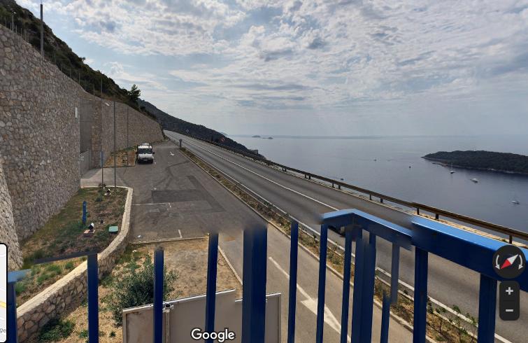 ドブロブニクの絶景スポットの駐車場